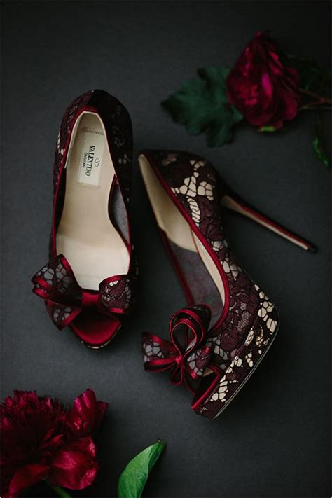 Burgundy Wedding Shoes by 27 Timeless Burgundy And Gold Fall Wedding Ideas