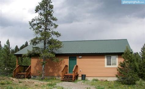 Cabins Around Yellowstone National Park by Gling Cabin Yellowstone