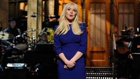 Lindsay Lohan Booed For Poor Hosting lindsay lohan on snl what the critics are saying
