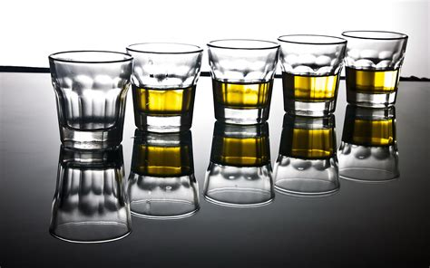 alcoholic drinks wallpaper glasses drink wallpaper 2560x1600 75813