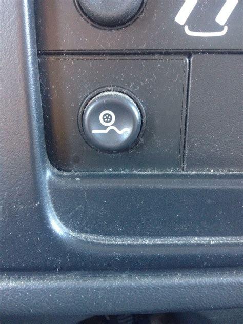 0008172439 what does this button do what does this button do chevy silverado with quadrasteer