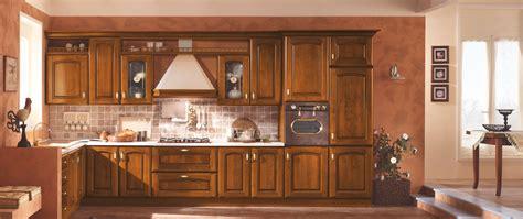 cucina in cucina in noce un design classico cucine in stile classico