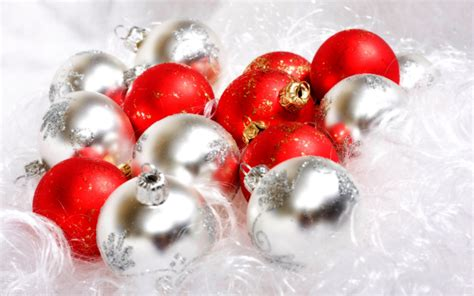 christmas wallpaper 2560x1600 red and white christmas ball christmas balls free