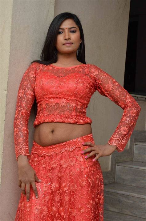 Big Telugu New Telugu Heroine Shilpa Big Navel Show In Vetapalem