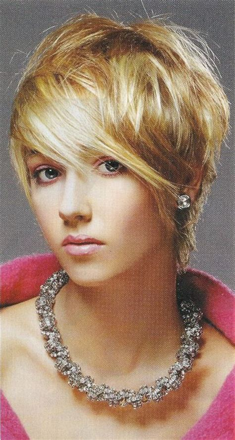 haircuts that fall away from face fabulous layered bob cut minus the stupid piece of bangs