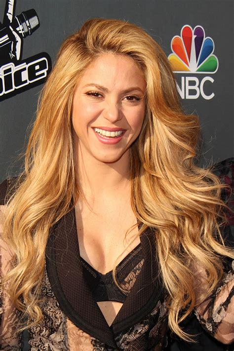 what color is shakira hair 2014 shakira s hairstyles hair colors steal her style page 2