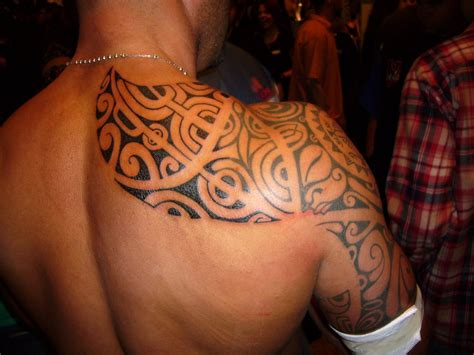 tribal tattoo shoulder blade shoulder tribal designs 2011 awesome shoulder