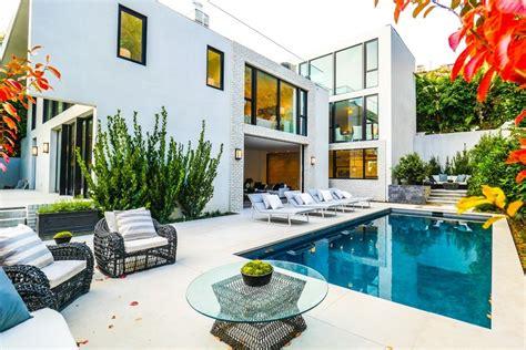 celebrity home design pictures john krasinski and emily blunt list los angeles home for