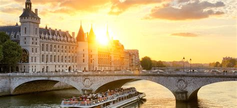 bateaux mouche paris new year s eve top new year s eve 2017 dinner cruises in paris blog
