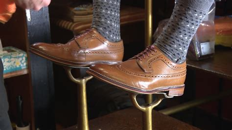 shoe shiner lost arts shoe shiner is keeping the craft alive
