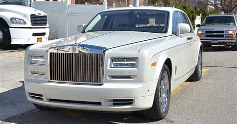 white rolls royce phantom ii limo rental service in nyc
