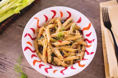 pasta sedano ricetta pasta con sedano finocchi e olive taggiasche la