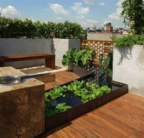 feuerschale auf balkon klein balkon miniteich pflanzen gem 252 segarten brunnen