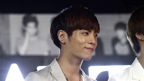 pop singer death jonghyun of k pop s shinee dies at 27 variety