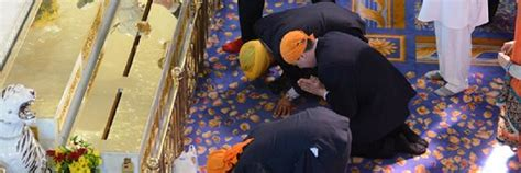 a bowing in respect to shri guru granth sahib gurdwara protocol discover sikhism