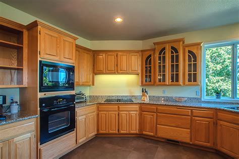 honey oak kitchen cabinets wall color kitchens kitchen paint colors with light oak cabinets