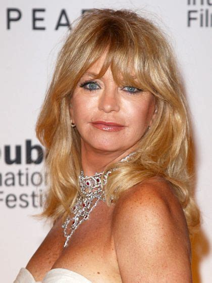 feather cut 60 s hairstyles goldie hawn feathered bangs and thin hair on pinterest