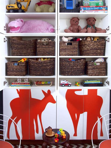 33 ideas to decorate and organize a kid s room digsdigs organizing storage tips for the pint size set hgtv