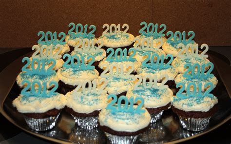 new year cupcake croatian crafter welcome 2012 cupcakes