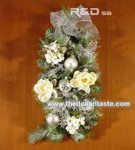 decorazione natalizia per porta decorazione natalizia per porta con pino