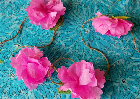 Make Paper Flower Garland - 20 diy crepe paper flowers with tutorials guide patterns