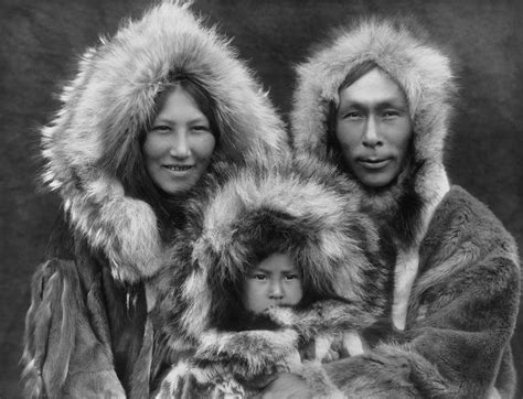 alaskan eskimo file inupiat family from noatak alaska 1929 edward s curtis restored jpg