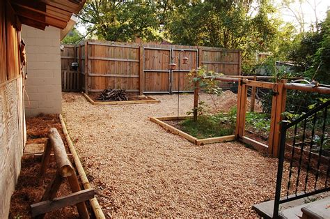 Idea For Backyard Backyard Fence Ideas To Keep Your Backyard Privacy And Convenience