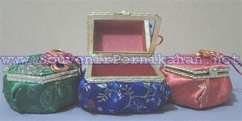 Souvenir Pernikahan Tempat Cincin Porselen Mewah Dan Murah kotak perhiasan emas motif cina souvenir pernikahan