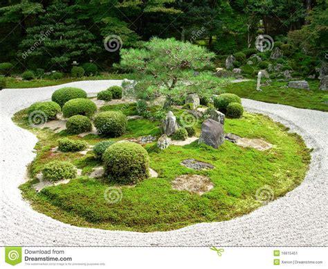 moderne trditionele tuinen ein japanischer steingarten stockbild bild 16615451