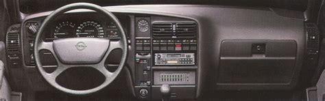 kuvia henkiloeautojen sisustuksista