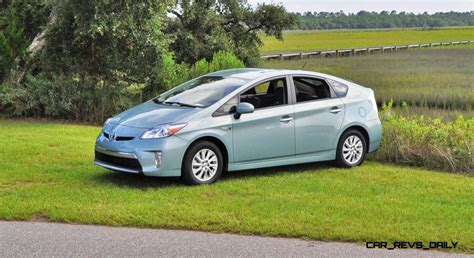 2014 toyota prius in 2014 toyota prius in 28 images car and driver 2014