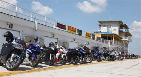 Motorrad Anf Nger Unsicher by Pirelli Diablo Days Event