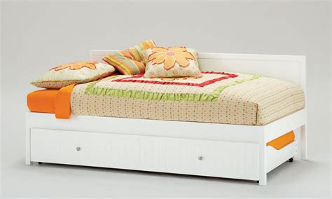 twin bed daybed hillsdale cody twin daybed and trundle white hd 1604dbt