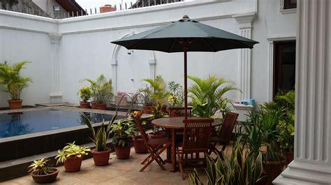 Payung Untuk Taman Kolam Maupun Pantai set meja payung taman untuk kolam renang rumah di komplek