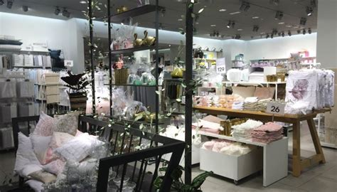 discover h h editors favorite home decor stores h m home corner in abu dhabi mall abu dhabi confidential