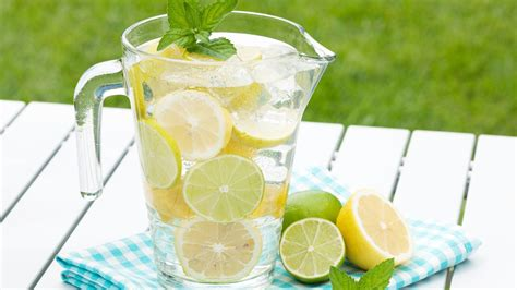 What Fruit Are In Water To Drink And Detox by How To Make Water With Fruits And Herbs