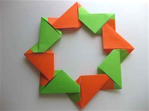 Modular Origami Wreath - 1000 images about paper on