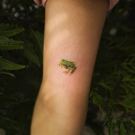 cute small frog tattoos best 25 frog tattoos ideas on watercolor