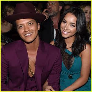 Jessicas Got A Grammy Date by Bruno Mars Ronson Take Home Best Pop Duo At Grammys