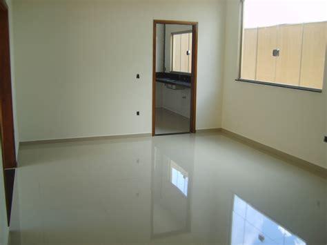 piso de pisos de porcelanato em banheiros casas e im 243 veis