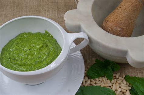 cucina genovese ricette come fare il pesto genovese ricette di cucina