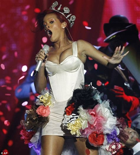 Swag Hits The Mtv Europe Awards by Mtv Europe Awards 2010 Rihanna Reigns With