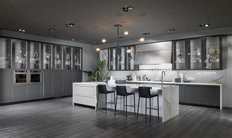famous kitchen designers cucina con vetrina soprattutto classica o in stile