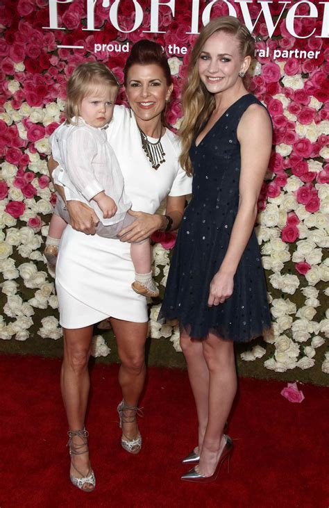 s day premieres britt robertson at the mother s day premiere in los