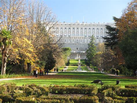 jardines madrid un paseo por los jardines del co del moro en madrid