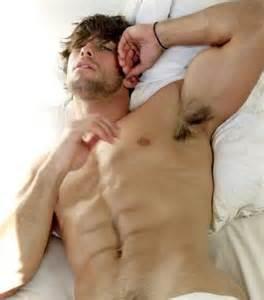 nackt bett shirtless 56 pics izismile