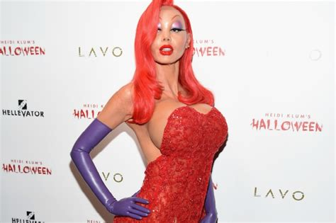 heidi klum stuns in elaborate jessica rabbit halloween heidi klum 232 jessica rabbit al party di halloween la