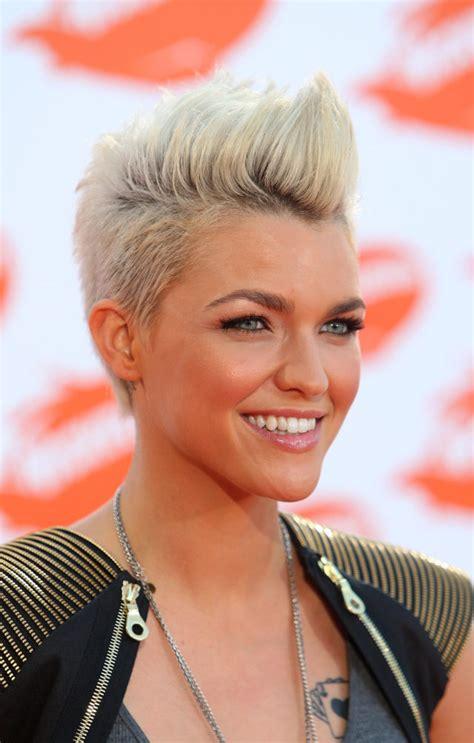 gorgeous mohawk hairstyles  women  year