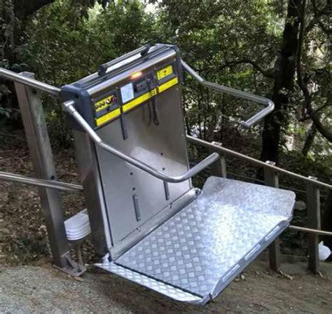 pedana montascale montascale pedane ed elevatori per la mobilit 224 di anziani