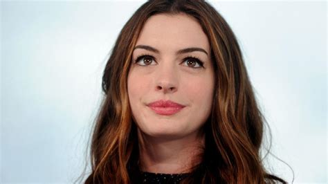whats up with ann aldridge face anne hathaway stationen hollywood welt